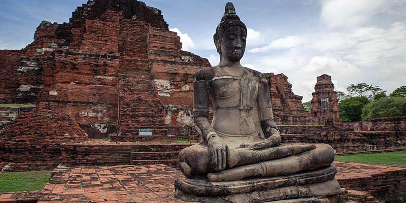 estatua-de-nacimiento-de-buda-y-palacio